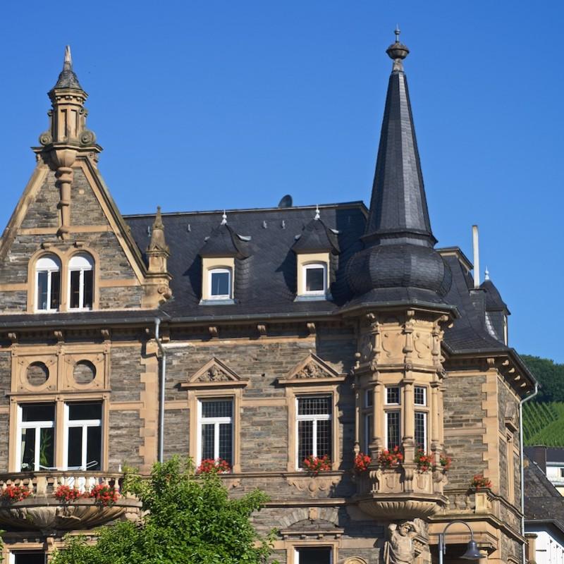 historische-villa-bernkastel-dachdeckung-schiefer-steildach-denkmalpflege