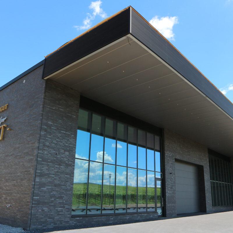 Dachdeckung und Zimmerarbeiten am neuen Gebäude des Weingut Ludger Veit